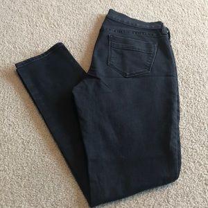 Black Old Navy Sweetheart skinny jeans